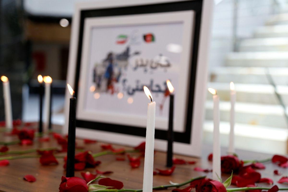 هم درد با کابل/کارکنان بیدبلند خلیج فارس به یاد دختران مظلوم افغانستان شمع روشن کردند