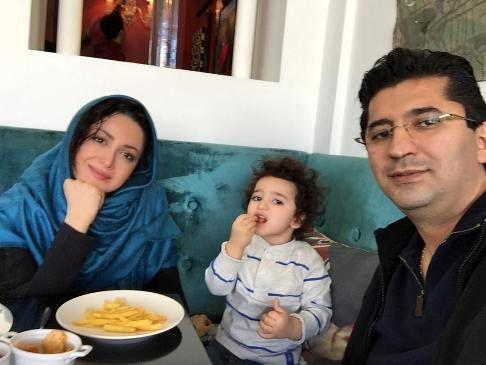 سلفی شیلا خداداد و همسرش در رستوران