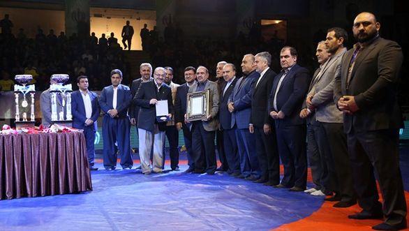 در مسابقات بینالمللی کشتی آزاد جام تختی در کرمانشاه از بانک پاسارگاد تقدیر شد
