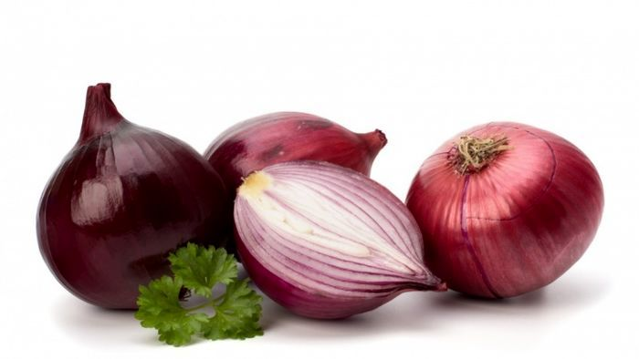 What are the properties of onion for the human body?