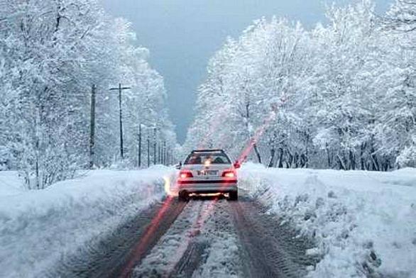 بارش برف و باران در جادههای شمالی کشور