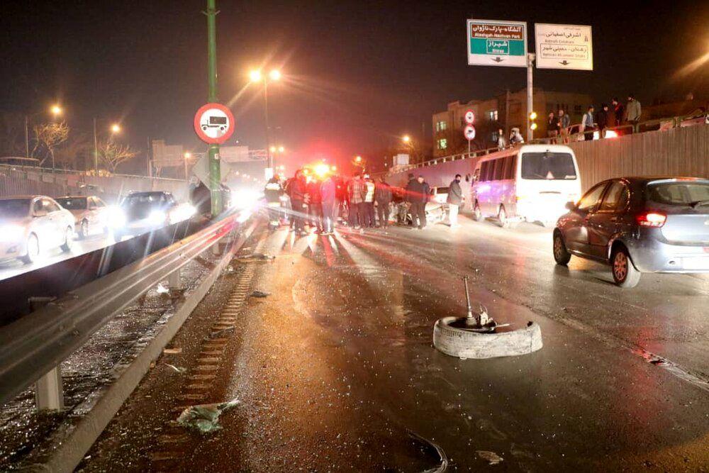 تصادف سمند و کامیون در اصفهان