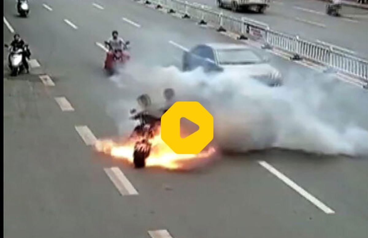انفجار موتور سیکلت در خیابان + فیلم ترسناک
