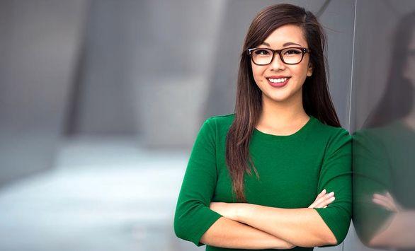 عینک زدن زنان در شرکتهای ژاپنی ممنوع شد