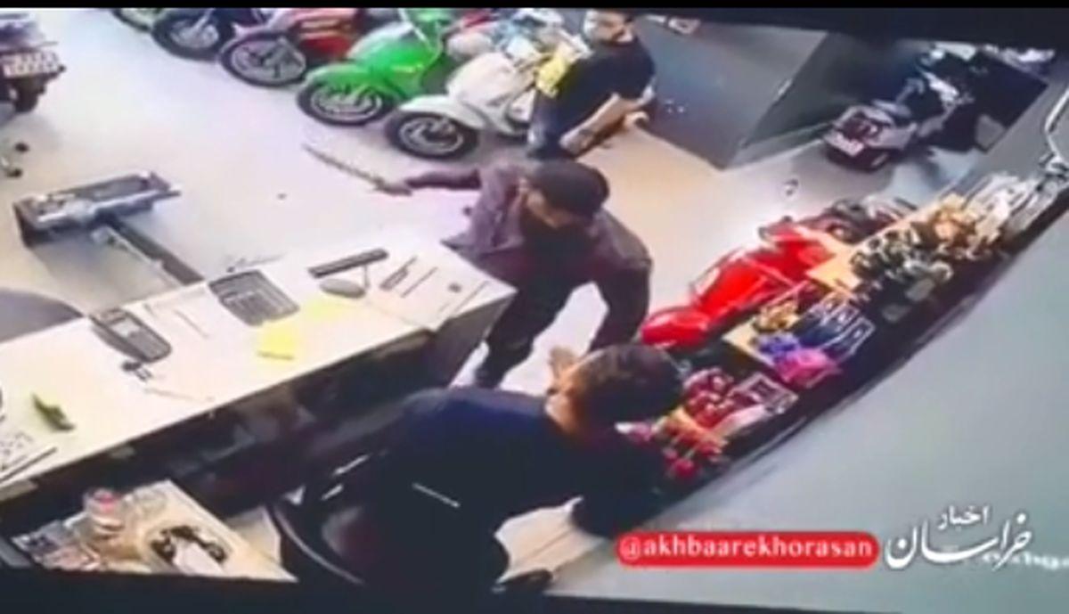 چاقوکشی مرگبار مرد شرور به فروشنده مغازه در تهران + فیلم +18