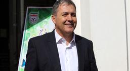 اسکوچیچ در حال تماشای دیدار استقلال و الاهلی