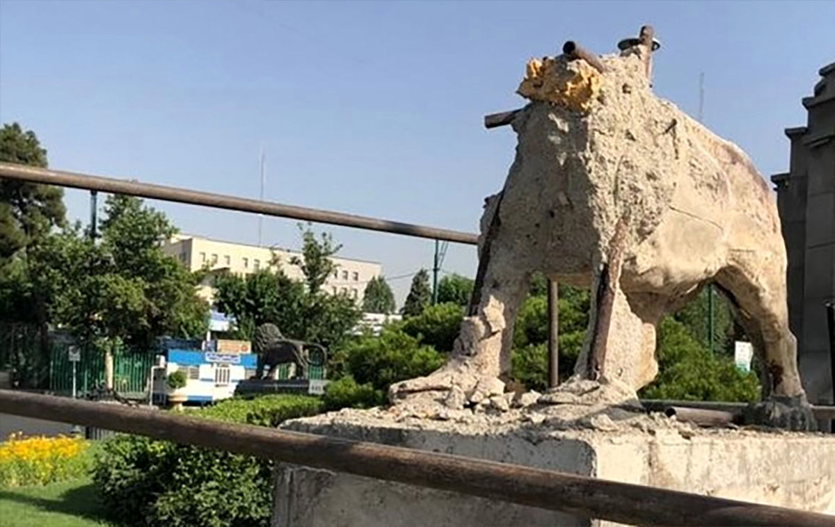 ماجرای تخریب شیرهای میدان حر + عکس