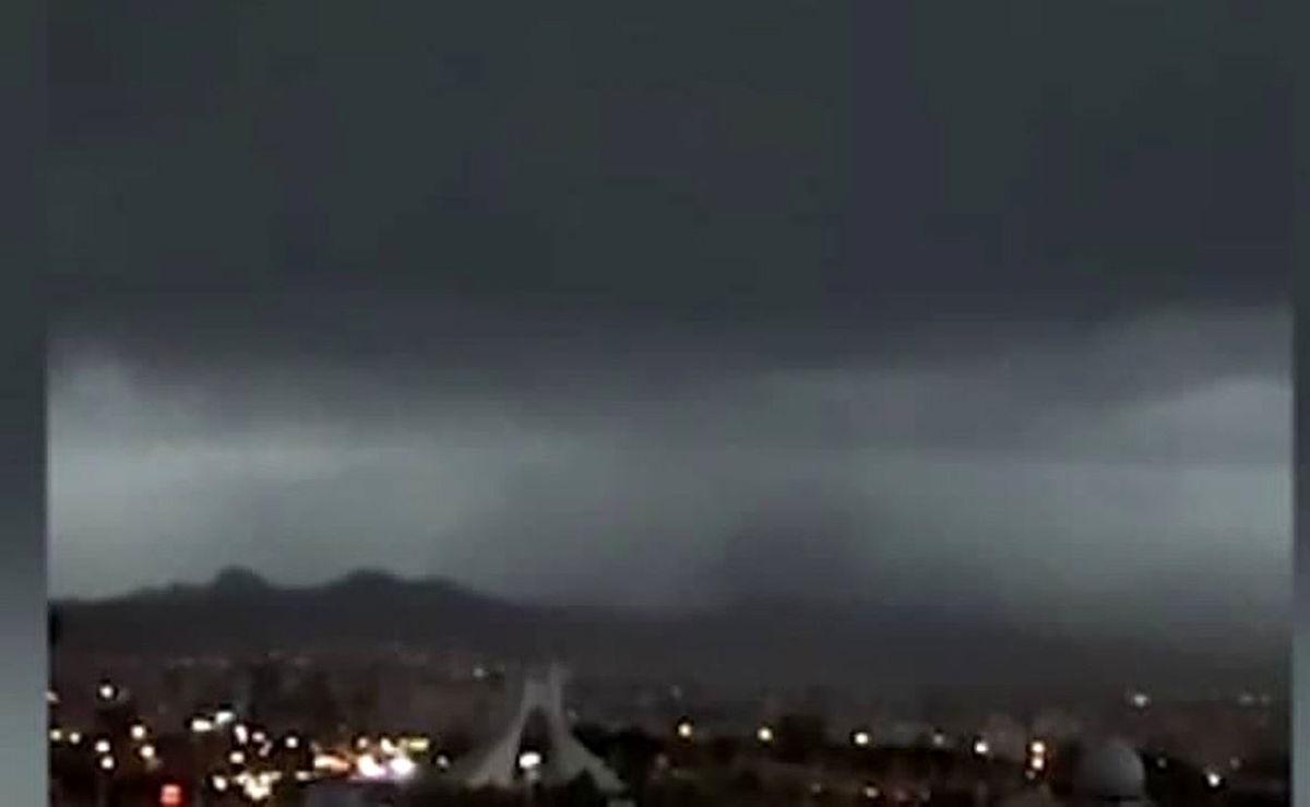 جزئیات اصابت صاعقه به برج آزادی در 4 اردیبهشت ماه + ویدئو